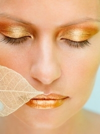 Oily Eyelids: Makeup Tips and Tricks