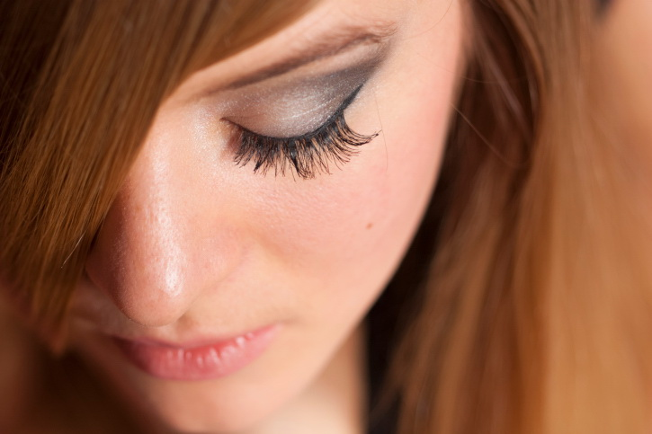 How To Use And Remove Eyelash Extensions