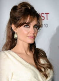 Angelina Jolie to Create Jewelry Collection