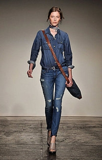 How to Choose Jeans that Make You Look Slimmer