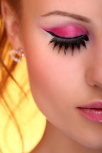 How to Make Eyeliner Stay In Place