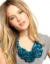 How to Wear the Color Turquoise