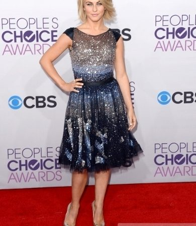 Julianne Hough's Dress at 2013 People's Choice Awards