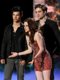 Twilight Stars Present Official Breaking Dawn Trailer