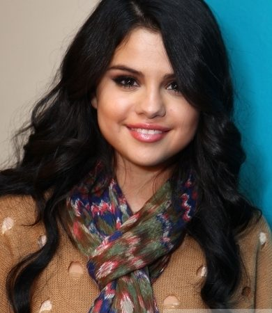 Selena Gomez Casual Curly Hairstyle