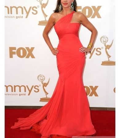 Sofia Vergara in Vera Wang Red Gown