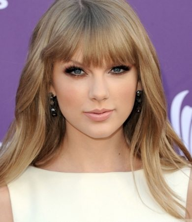 Taylor Swift Smooth Blowout Hairstyle