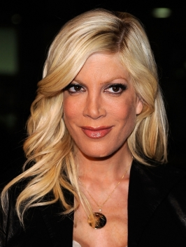 Tori Spelling's Loose Wavy Hairstyle