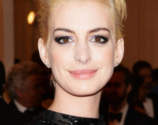 Anne Hathaway 2013 Met Ball Hairstyle