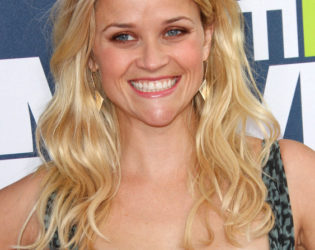 Reese Witherspoon Beachy Textured Hairstyle