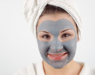 Clay Facial To Fight Blackheads