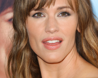 Jennifer Garner Choppy Bangs