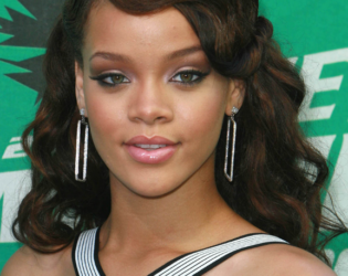 Rihanna Wavy Long Hair