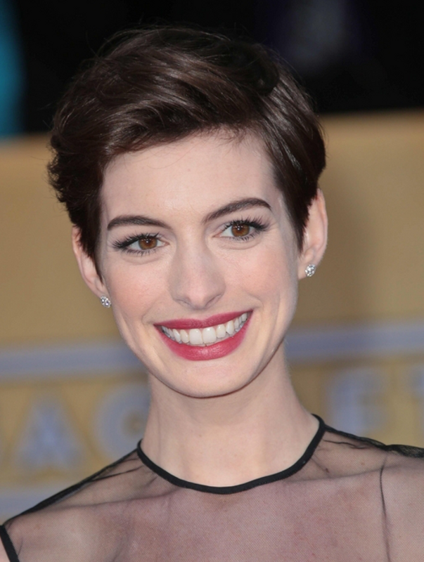 Anne Hathaway No Bangs Hairstyle