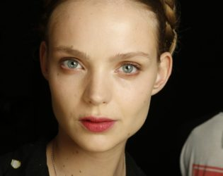 Red Tone Lips Makeup Look Spring 2014
