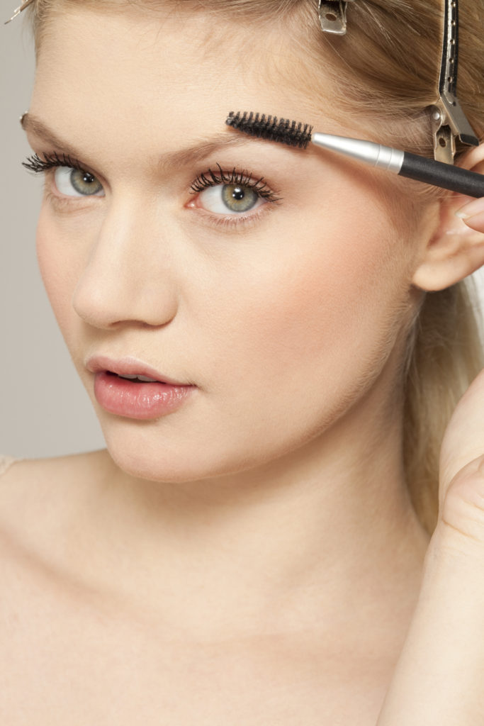 Pictures : How to Shape Your Own Eyebrows - Eyebrow Sculpting