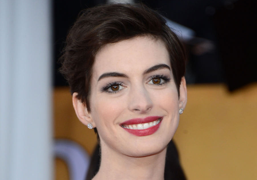 10 Beautiful Women with Big Noses
