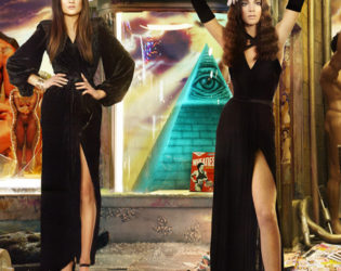 Kylie And Kendall In The 2013 Kardashian Christmas Card