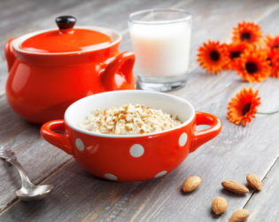 Oatmeal With Almonds