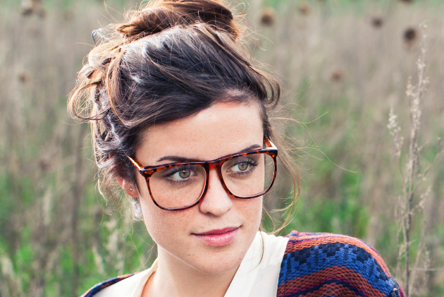 Hairstyle Tips for Eyeglass Wearers