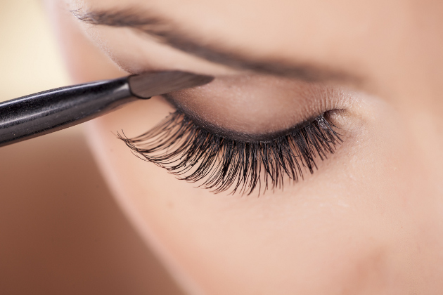 How to Prevent Eyelashes from Falling Out