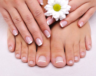 Easy French Pedicure With Rubber Band