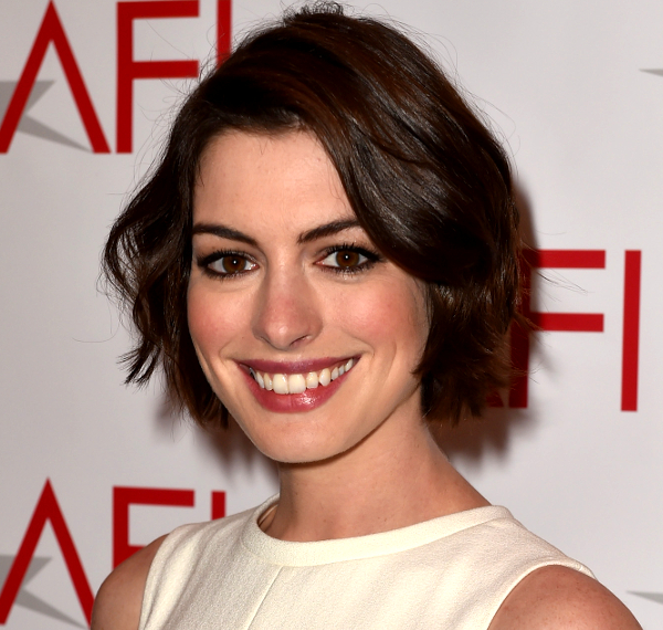 Pictures 10 New Celebrity Bobs That Look Great On Almost Everyone Anne Hathaway Short Bob Haircut