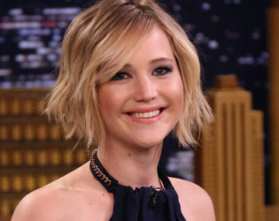 Jennifer Lawrence Avoids Social Media