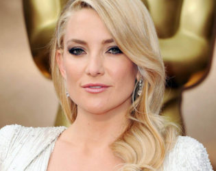 Kate Hudson Does Her Own Makeup