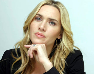 Kate Winslet Does Her Own Makeup