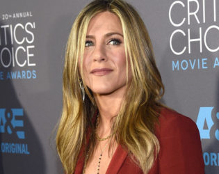 Jennifer Aniston Does Her Own Hair