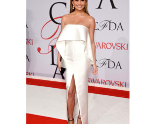 Chrissy Teigen Cfda 2015 Awards