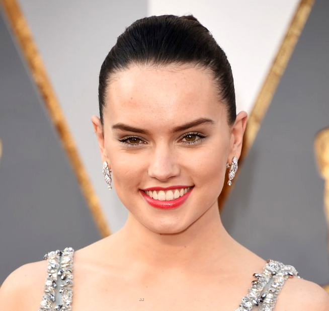 Oscars Hairstyles 2016 Daisy Ridley Front
